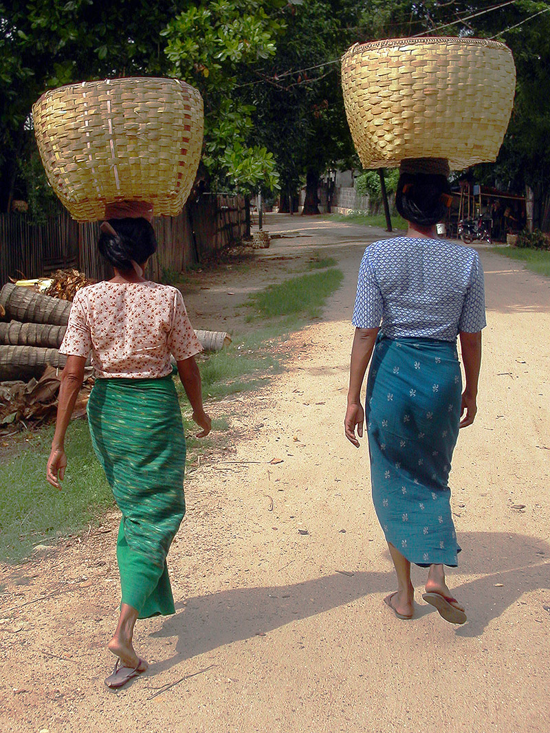 myanmar/bagan_women_baskets