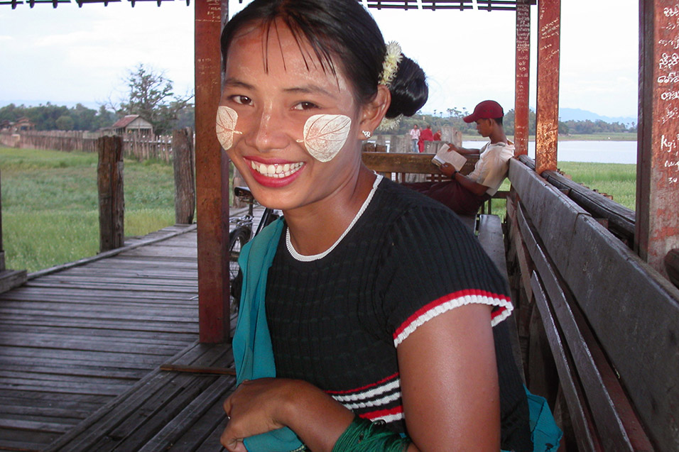 myanmar/bridge_girl_tanaka_powder