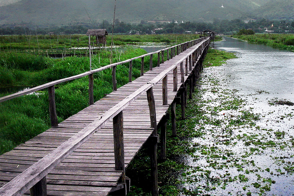 myanmar/inle_lake_bridge