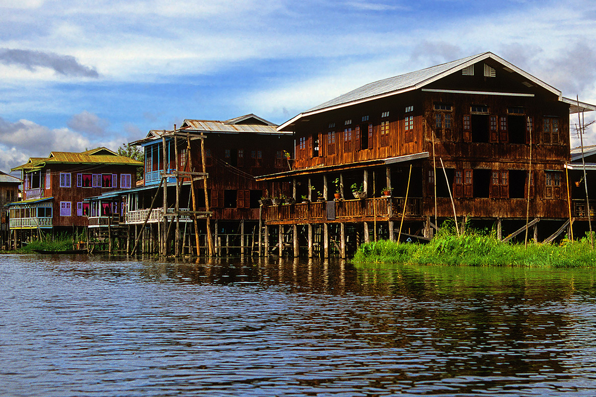 myanmar/inle_lake_houses