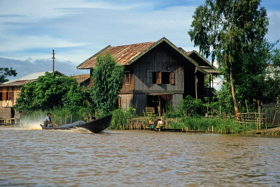 myanmar/inle_speed_boat