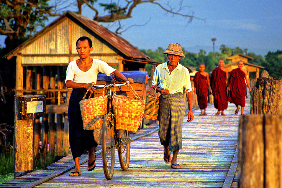 myanmar/mandalay_bridge_man_bike