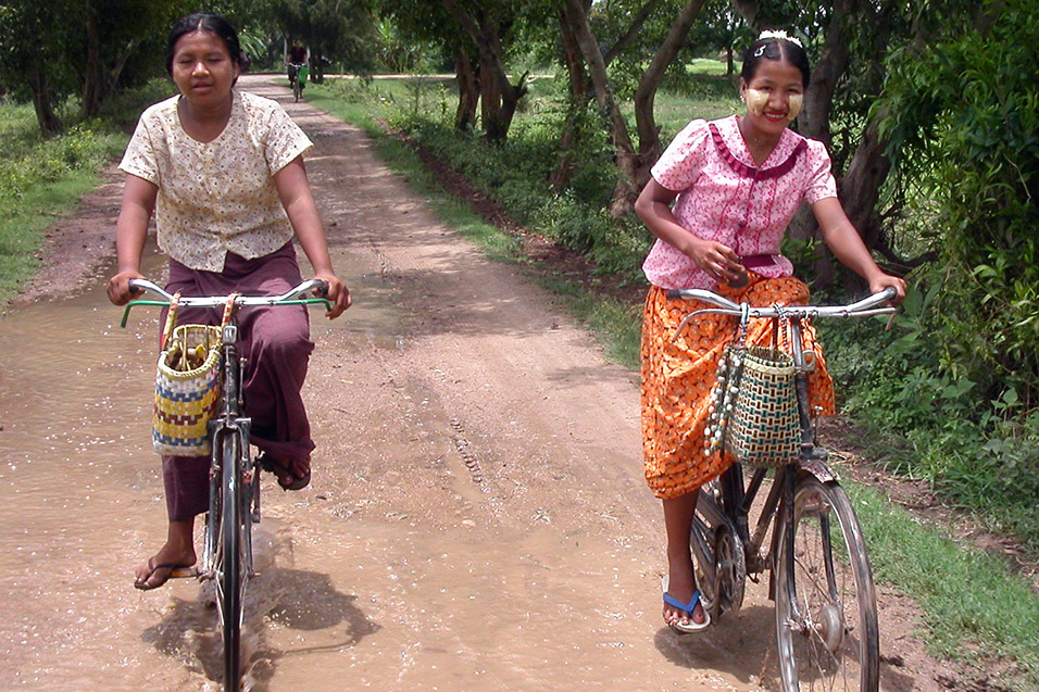 myanmar/mandalay_girls_bikes