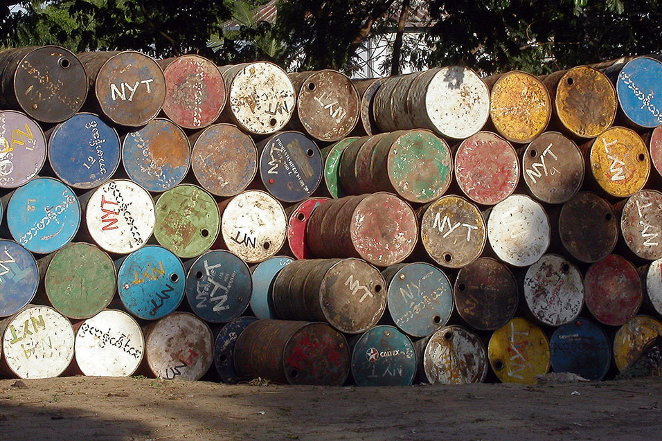 myanmar/mandalay_glowing_barrels