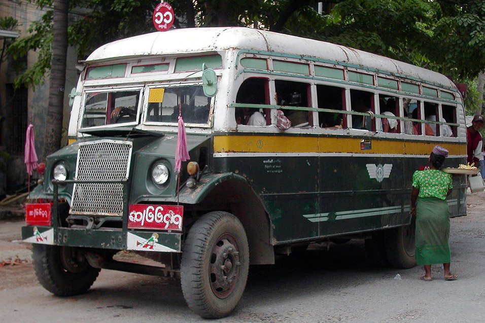 myanmar/mandalay_very_old_bus