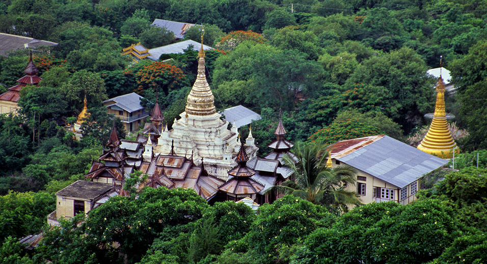 myanmar/sagaing_hill_temple_compound