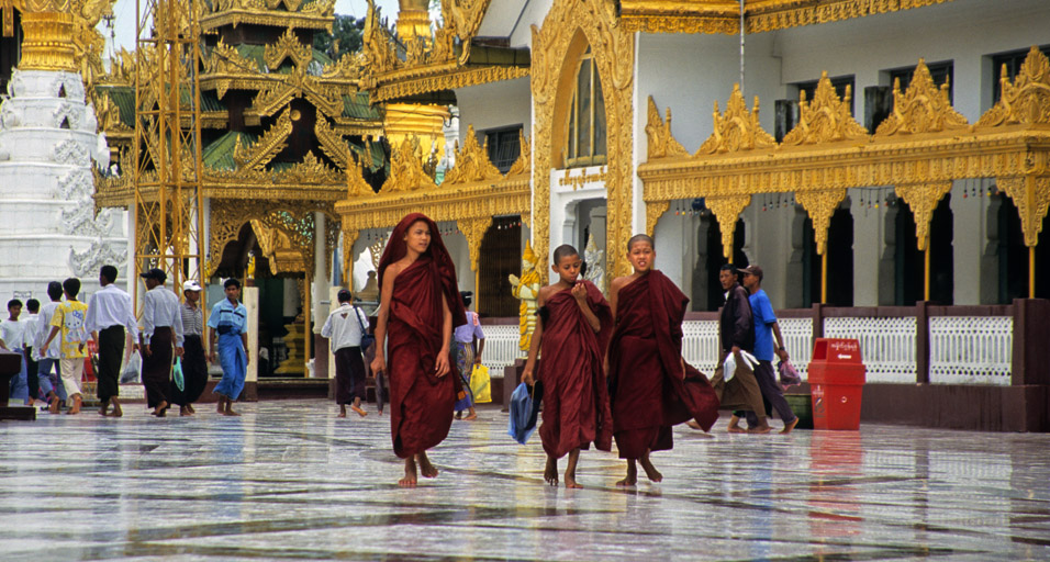 myanmar/shwedagon_3_monks