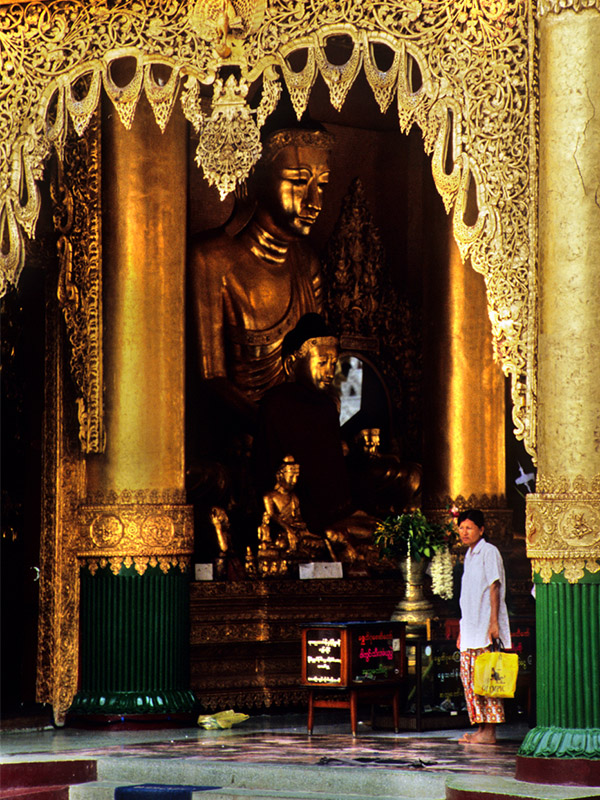 myanmar/shwedagon_man_big_buddha