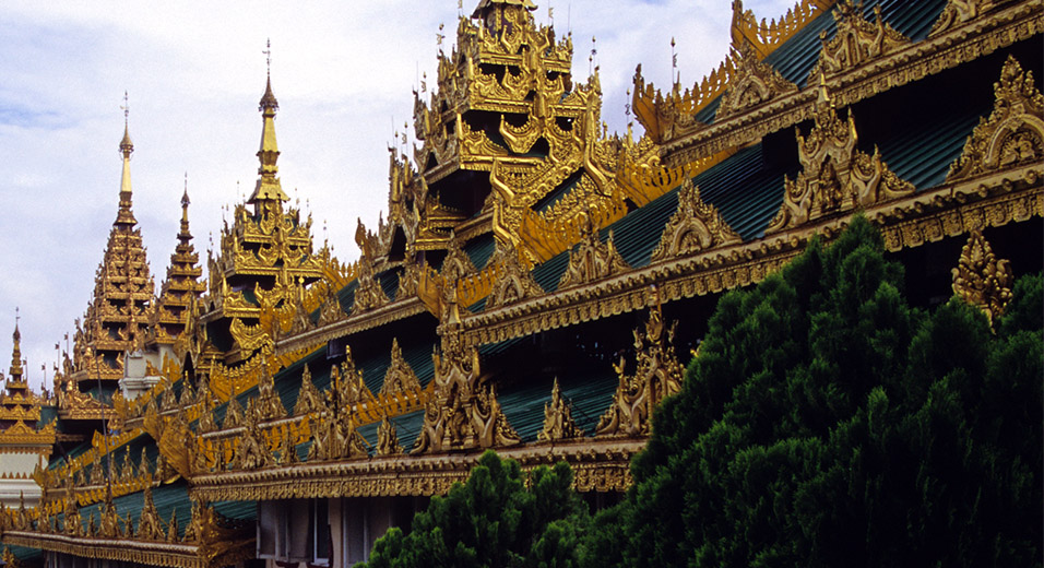 myanmar/shwedagon_outside