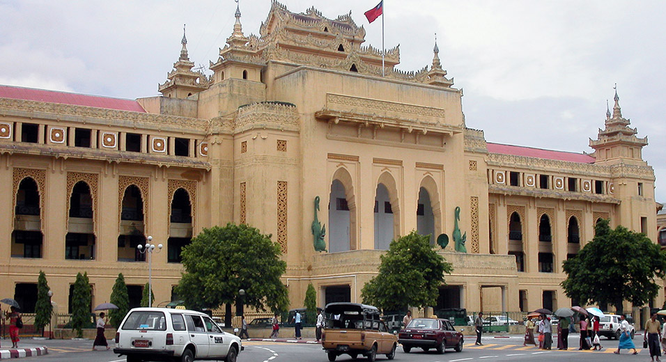 myanmar/yangon_city_hall