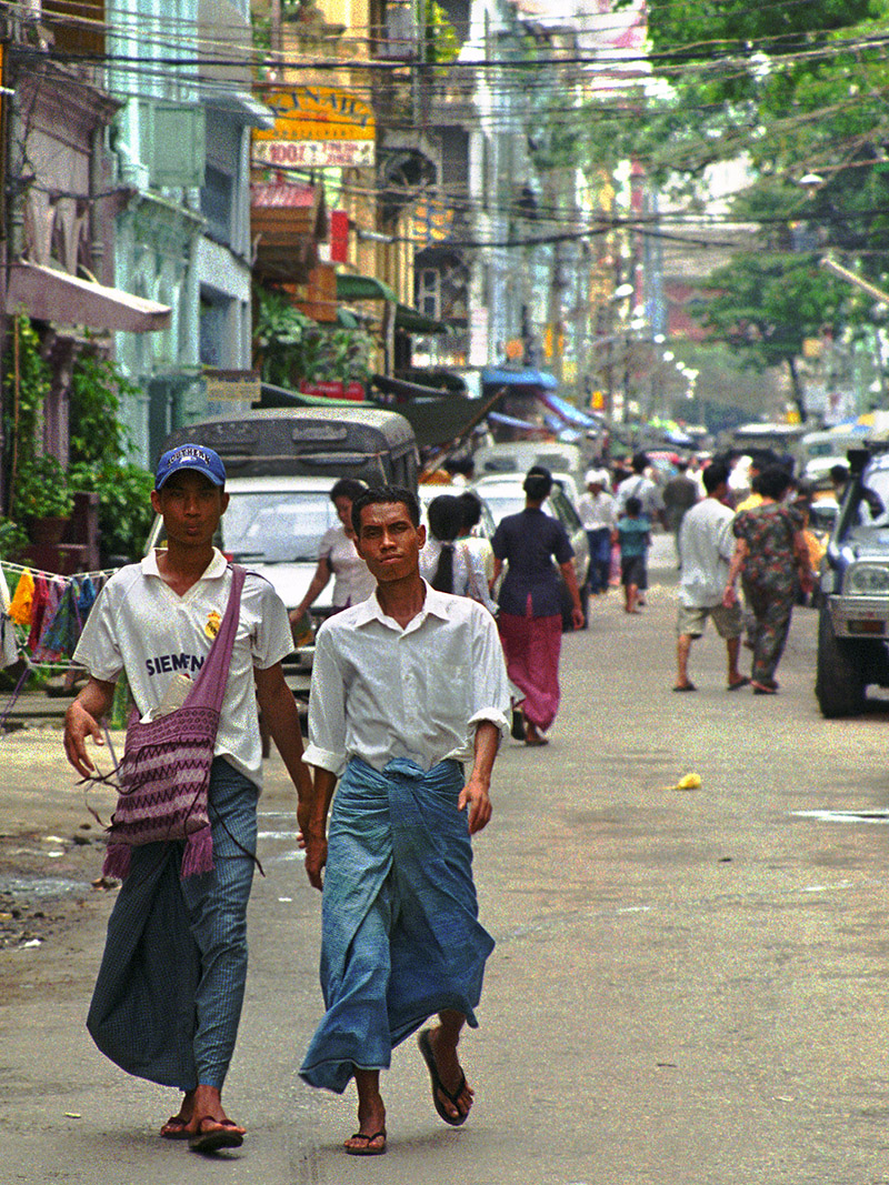 myanmar/yangon_men_walking