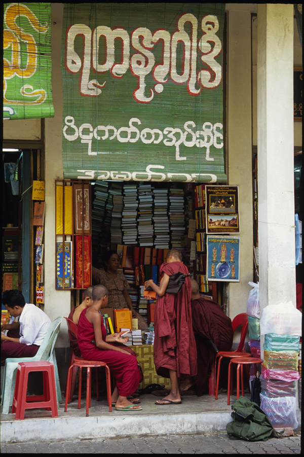 myanmar/yangons_monks_book_store