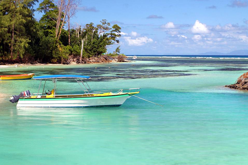 seychelles/la_digue_boat_water