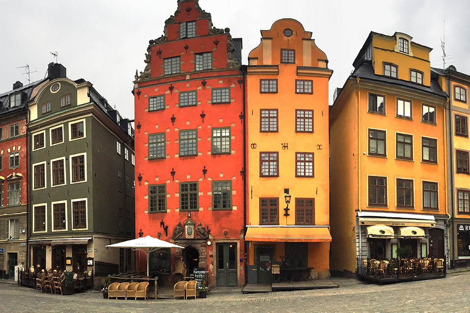 sweden/gamla_stan_square_buildings
