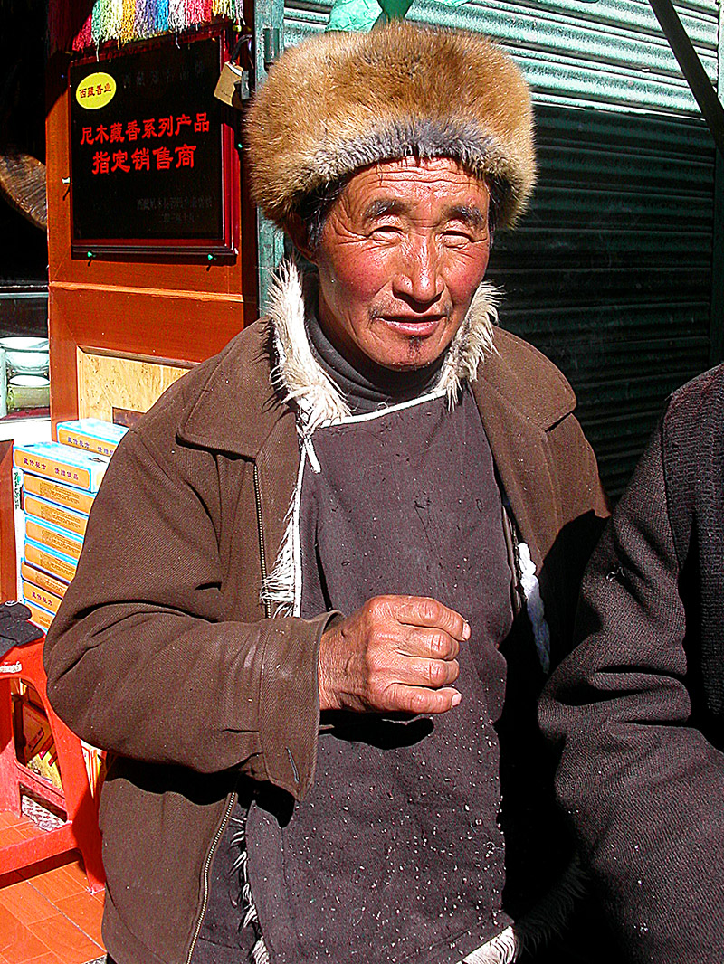 tibet/lhasa_man__fur_hat_087