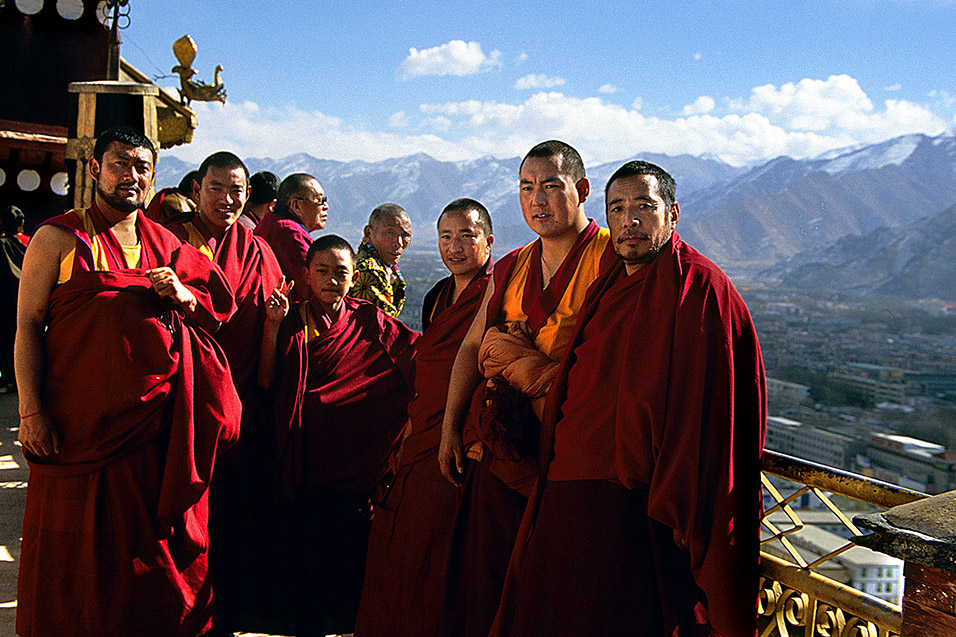 tibet/lhasa_monks_in_potala_palace