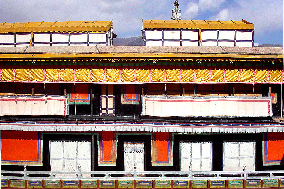 tibet/lhasa_potala_roof_shades