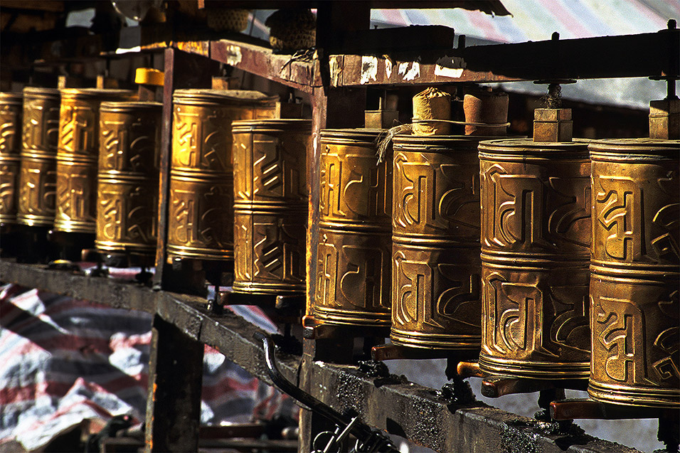 tibet/lhasa_prayer_wheels