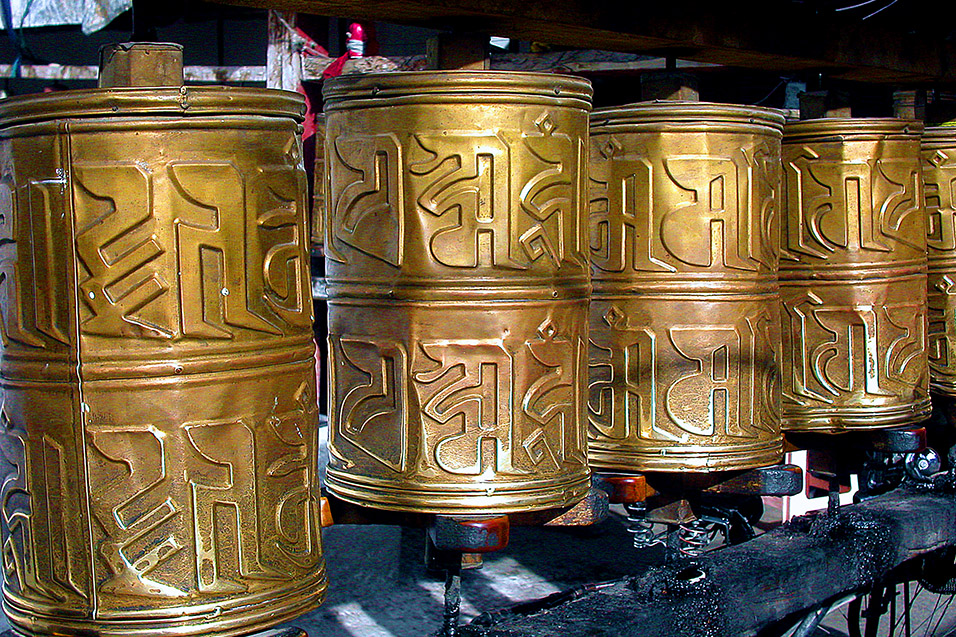 tibet/lhasa_prayer_wheels_close_168