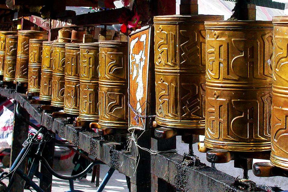 tibet/lhasa_prayer_wheels_left