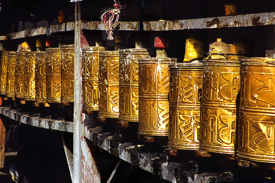 tibet/lhasa_prayer_wheels_painted