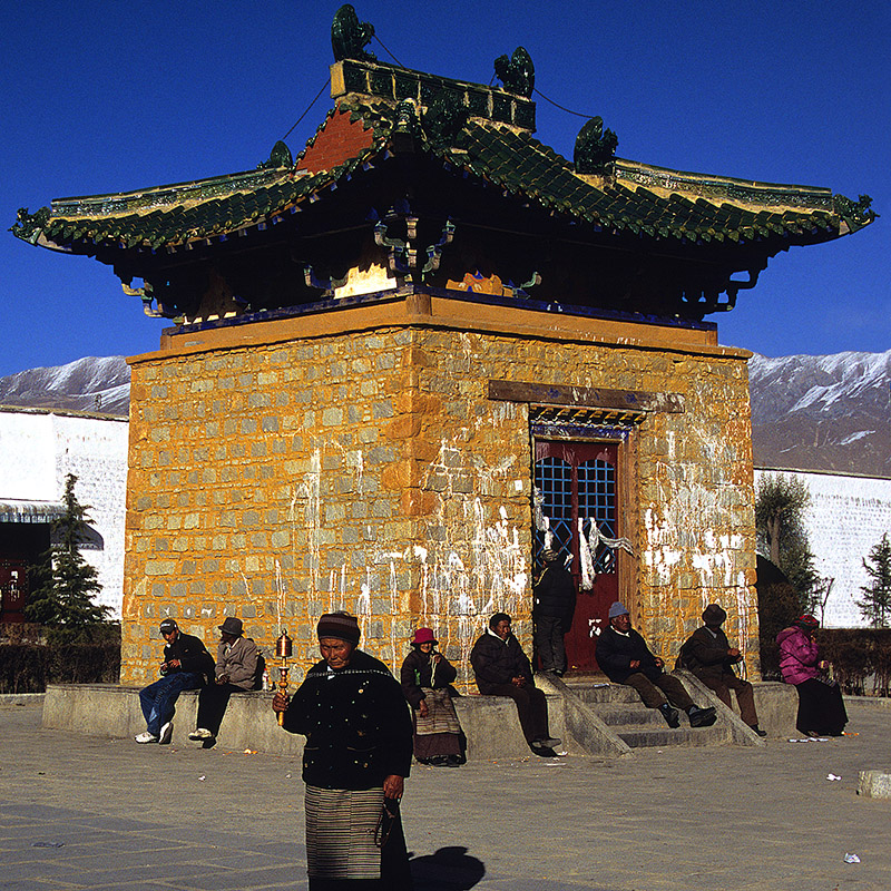 tibet/lhasa_tower_courtyard