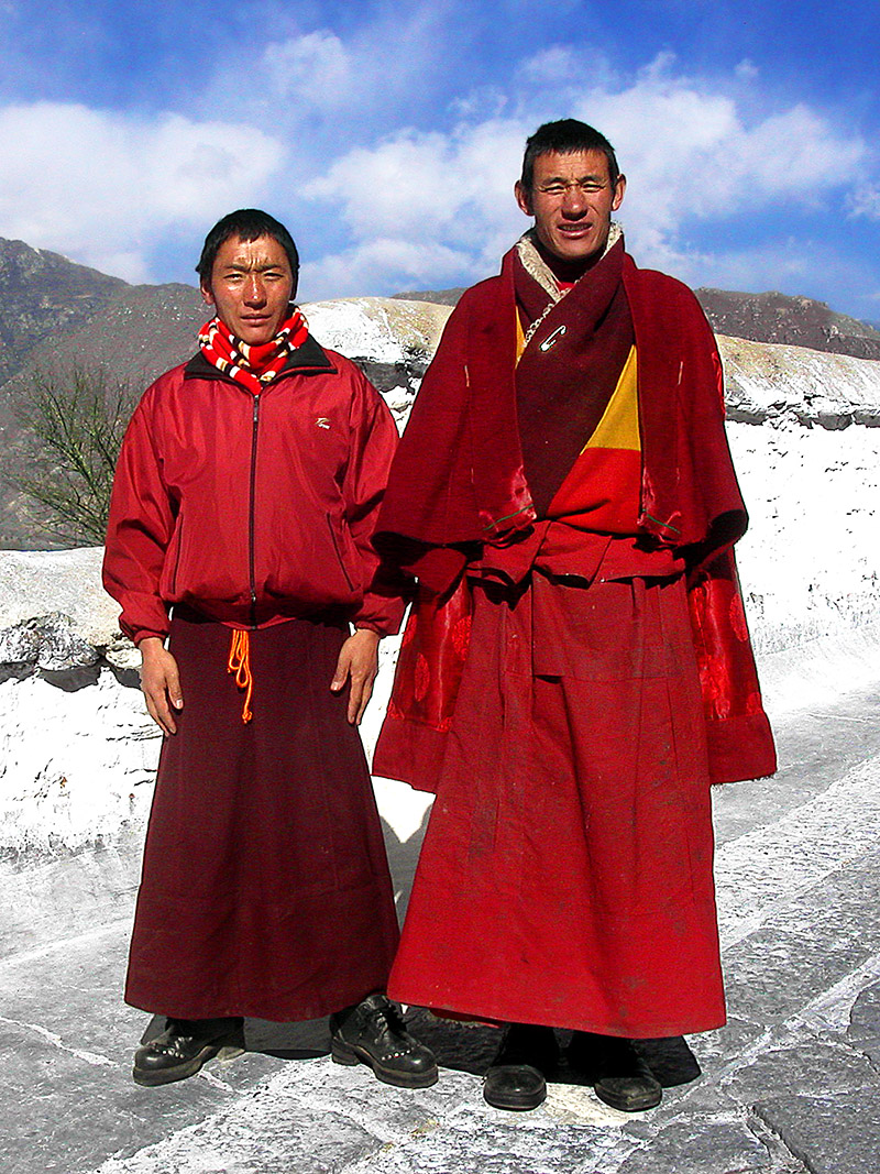 tibet/potala_2_monks