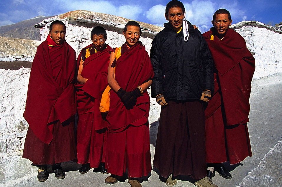 tibet/potala_monks