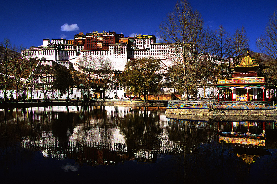tibet/potala_palace_lake_reflection