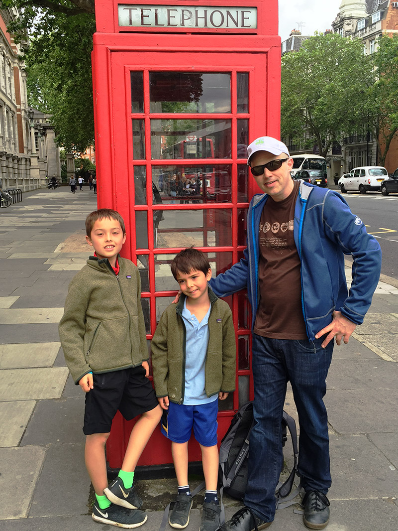 uk/2016/london_kai_eyza_brian_phone_both