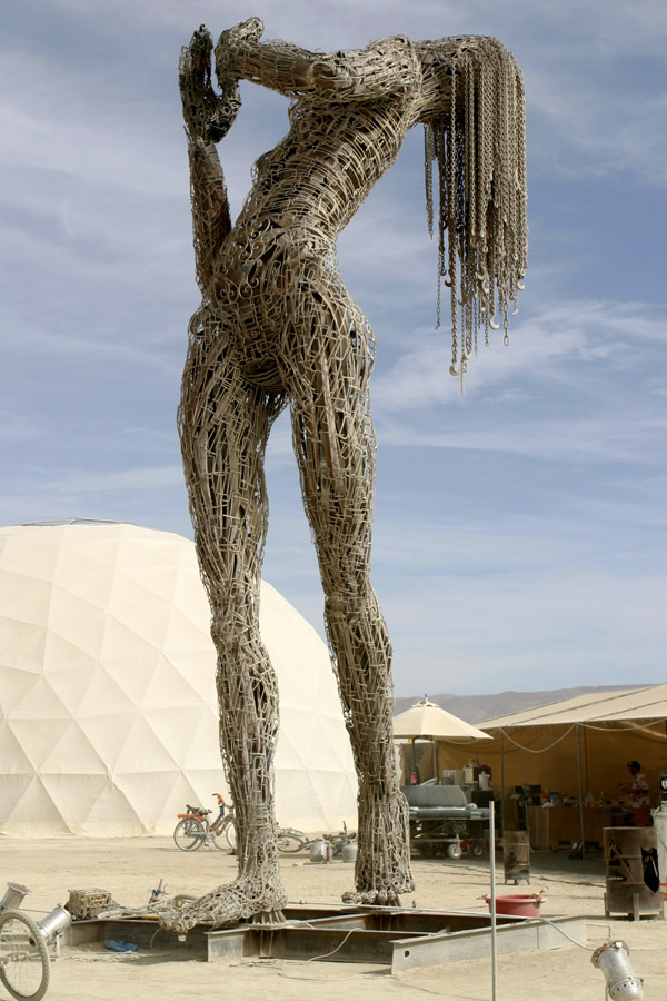 usa/burning_man_2009/bm09_sculpture_woman