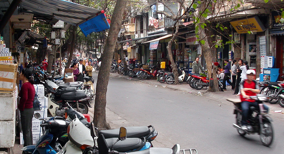 vietnam/hanoi_bikes_on_sidewalk