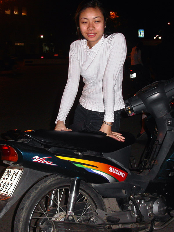 vietnam/hanoi_girl_bike