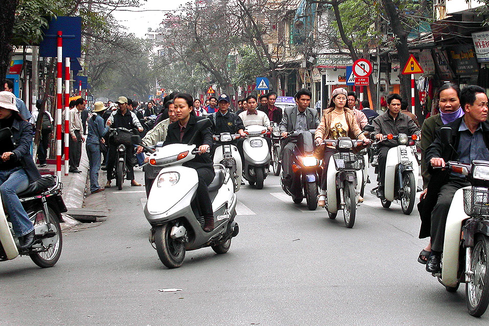 vietnam/hanoi_motos_head_on