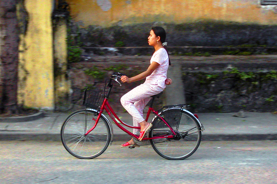 vietnam/hoi_an_girl_bike