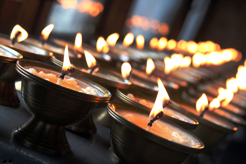 bhutan/paro_temple_candles_close