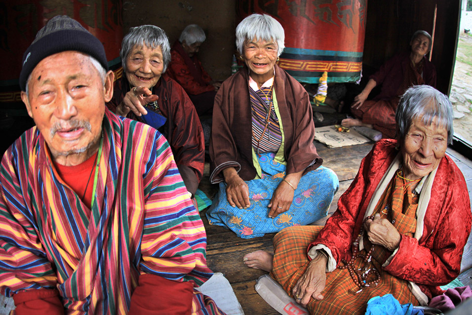 bhutan/paro_temple_elders_praying