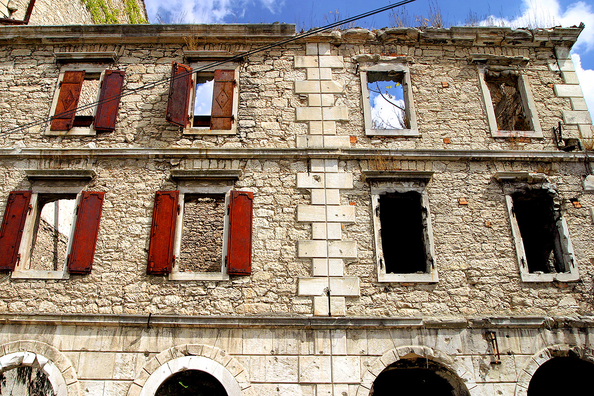 bosnia/mostar_blown_out_building