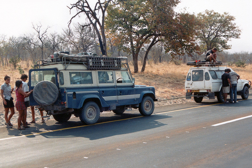 botswana/bot_towing_cars