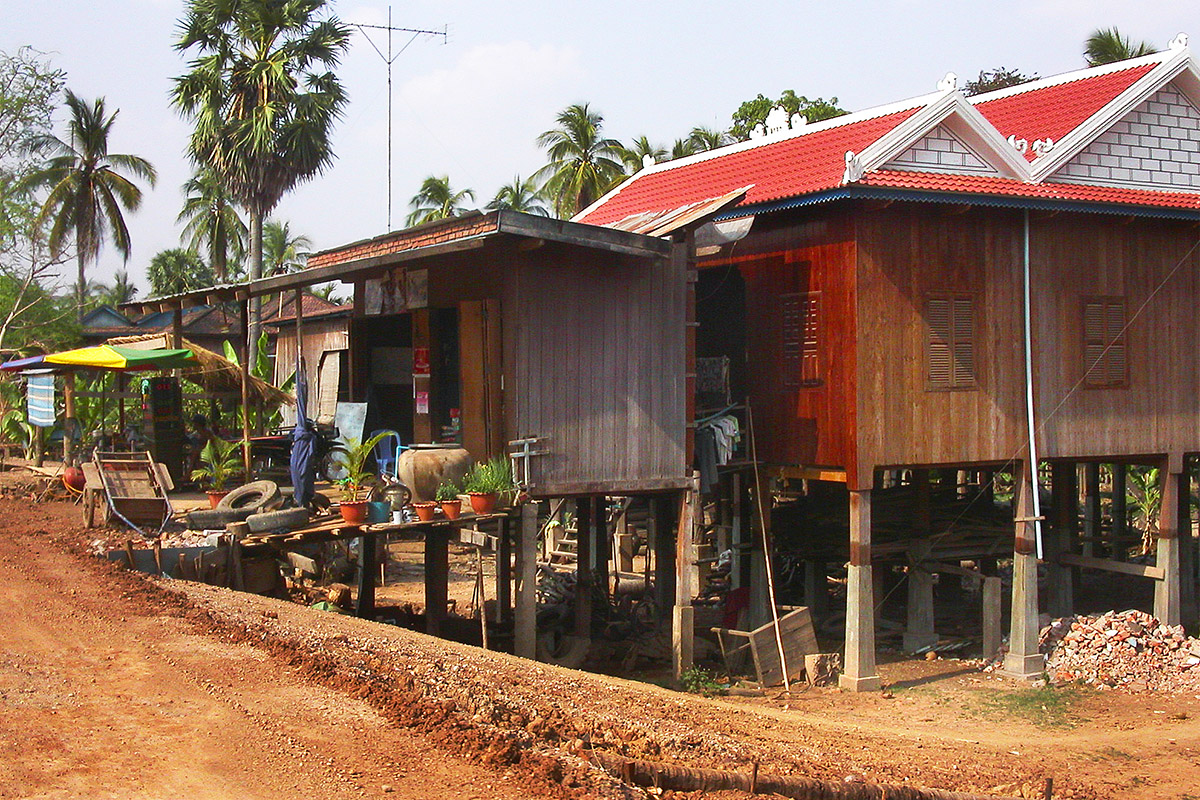 cambodia/kratie_road_side_house_shop
