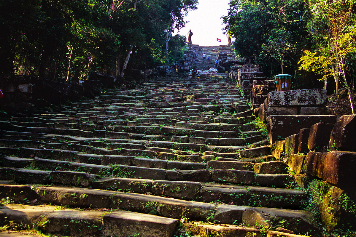cambodia/vihear_stairs_wide