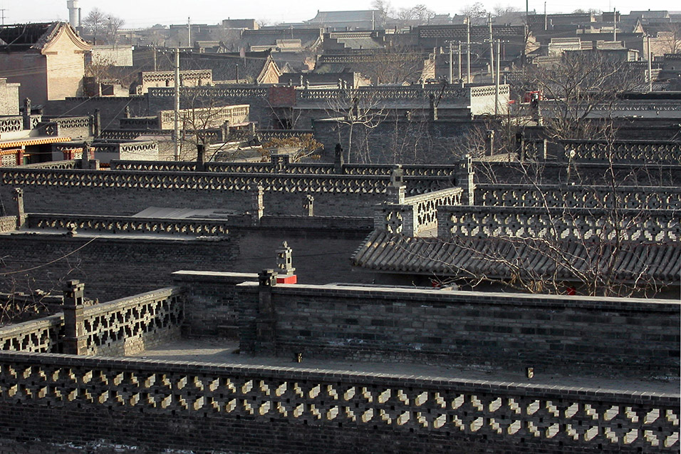 china/2004/pingyao_rooftop_fences