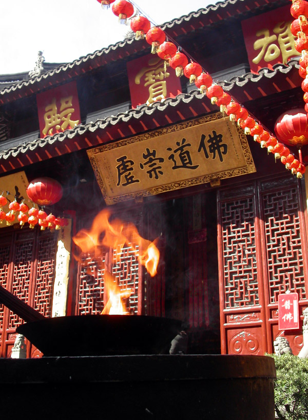 china/2004/shanghai_jade_temple_fire