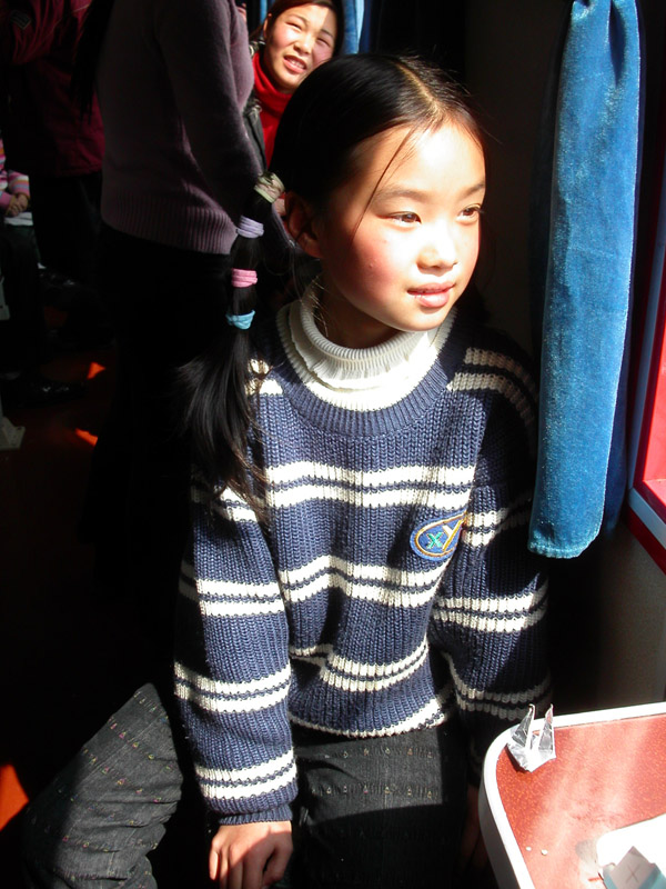 china/2004/train_girl_vert