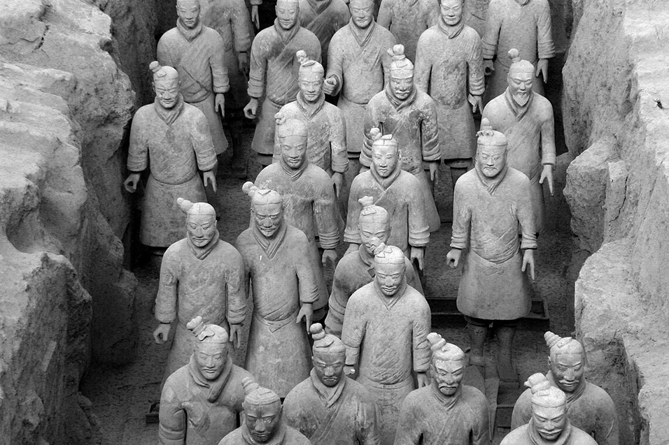 china/2004/xian_terracotta_bw