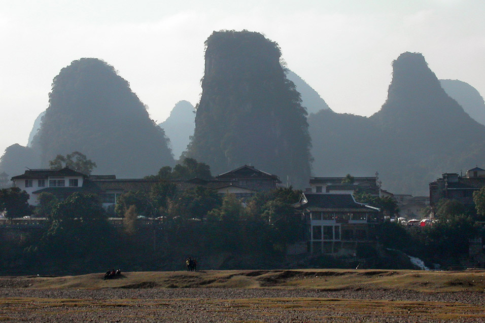 china/2004/yangshuo_3_hazy_mounds