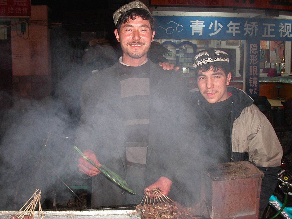 china/2004/yangshuo_chuan_guys