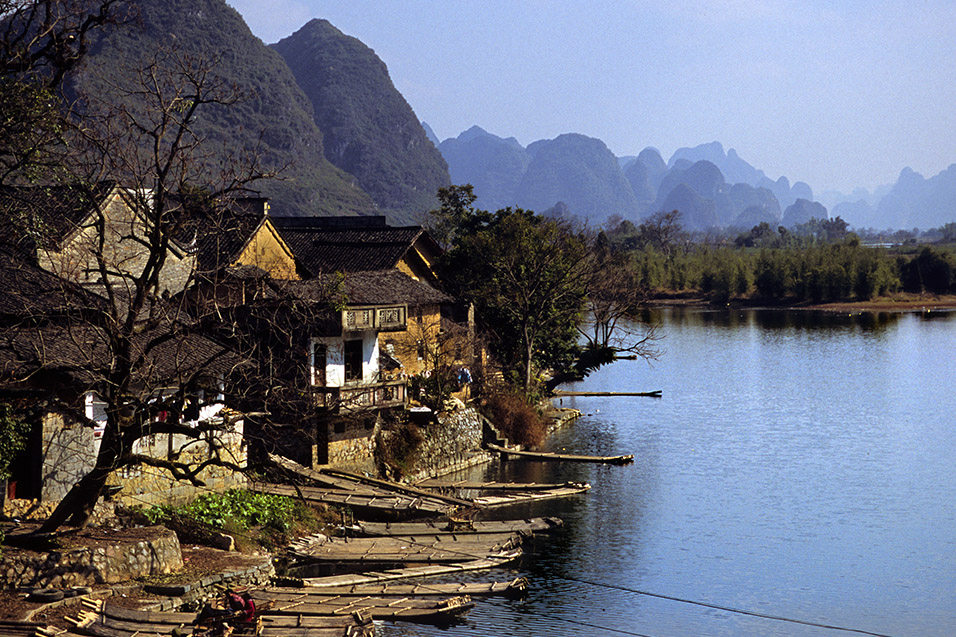 china/2004/yangshuo_dragon_bridge_village