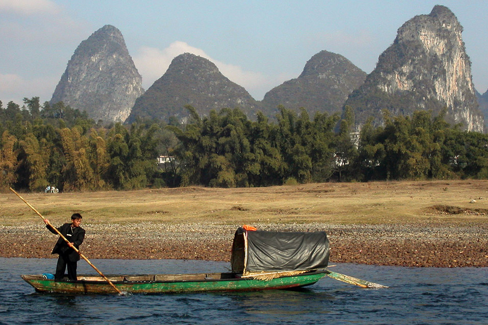 china/2004/yangshuo_rowing