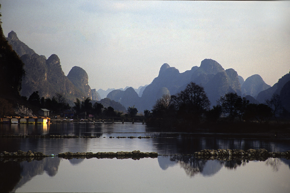 china/2004/yangshuo_yulong_stone_bridge_view
